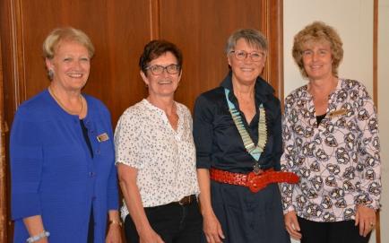 Hanna Lienhard mit den Präsidentinnen der Clubs Schaffhausen, Frauenfeld und Winterthur (v.l.)